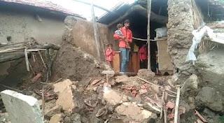 आफत की बारीश मे कई लोगो के मकान व दिवारे गिरी, जनजीवन हुआ है प्रभावित