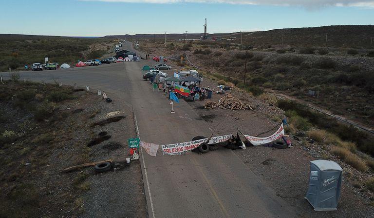 Trabajadores de la Salud de Neuquén levantaron el corte en Vaca Muerta, pero siguen con medidas de fuerza