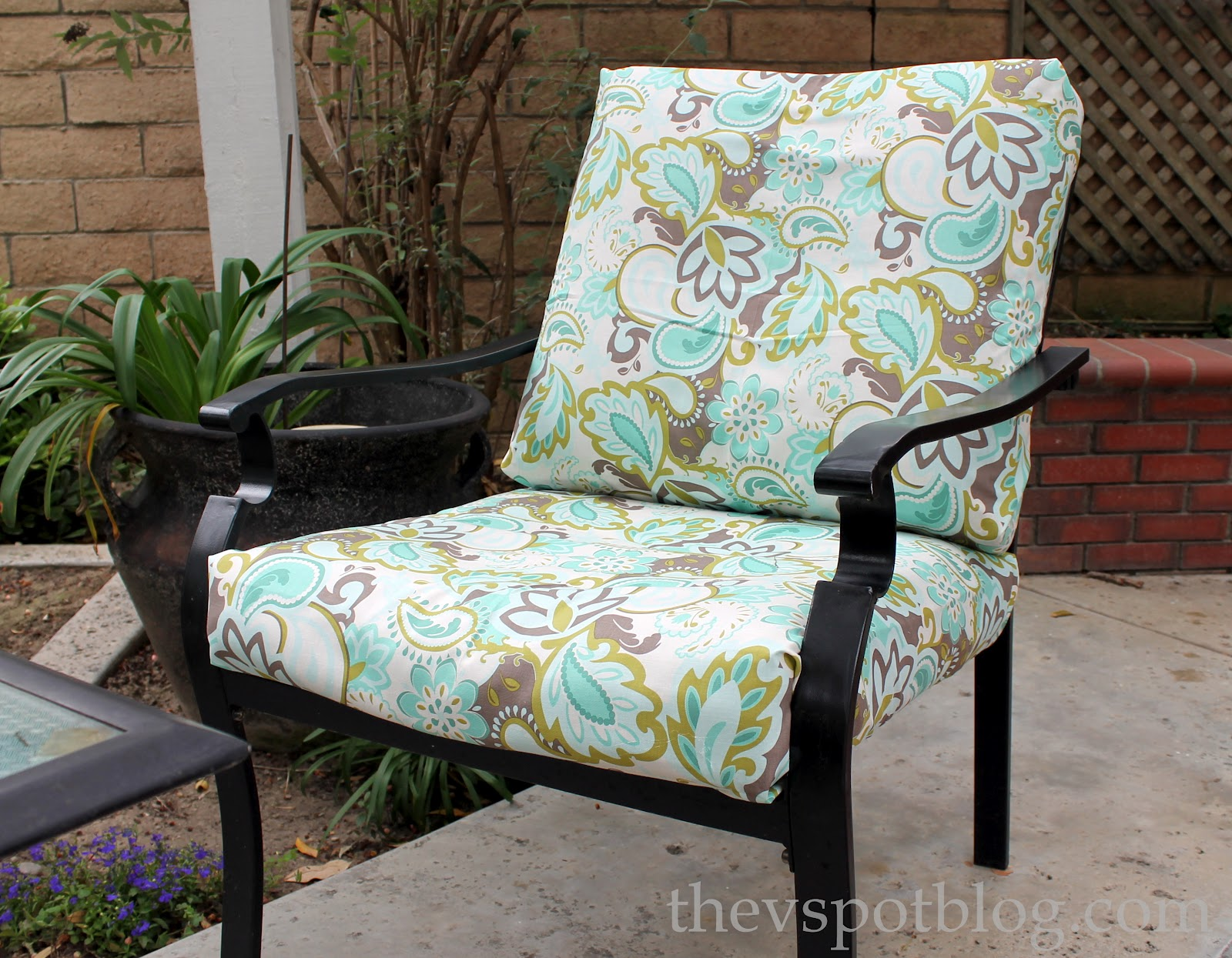 No Sew Project How to recover your outdoor cushions using fabric and a glue gun  The V Spot