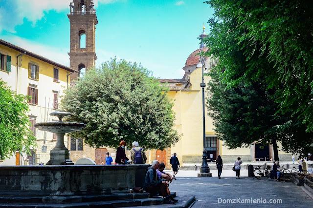 Piazza Santo Spirito Florencja Dom z Kamienia