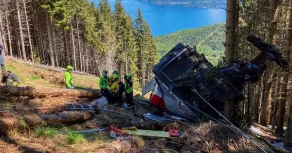 Τραγωδία στην Ιταλία: Καμπίνα τελεφερίκ έπεσε στο κενό - Τουλάχιστον εννιά νεκροί