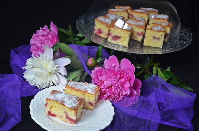 Articole culinare : Prăjitură cu iaurt și căpșuni