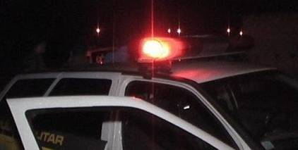 Dupla invade residência, rouba veículo e leva três como reféns
