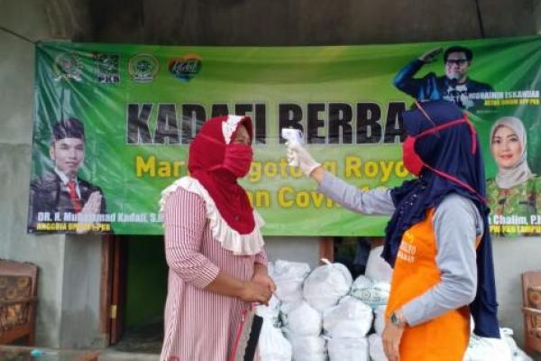 Tim Kadafi Berbagi Sembako ke Masyarakat Lampung