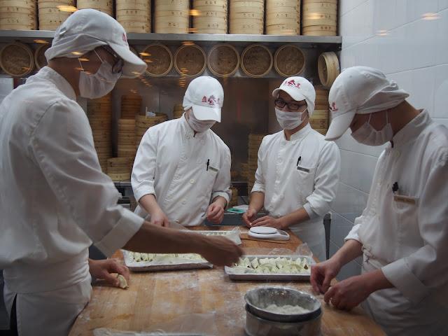 Stor tålmodig ved udformningen af dumplings.