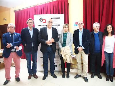 Vallespín y Martínez-Bascuñán junto al alcalde, Julián Nieva, a los concejales Cándido Jorge Sevilla y Prado Zúñiga, y a representantes de la EC