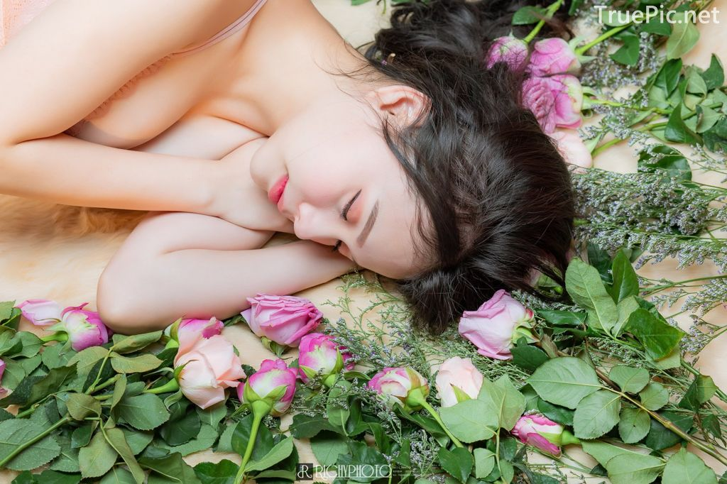 Image-Thailand-Cute-Model-Tuktick-Ponthip-Tantisuwanna-Girl-On-Flower-TruePic.net- Picture-6