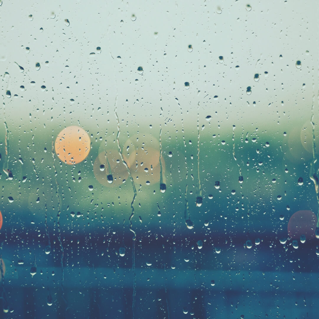 How To Keep Your Kids Entertained When It's Raining Outside | Rain on the window