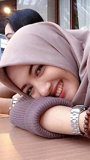 Gambar Gadis Remaja hijab Cantik Tersenyum