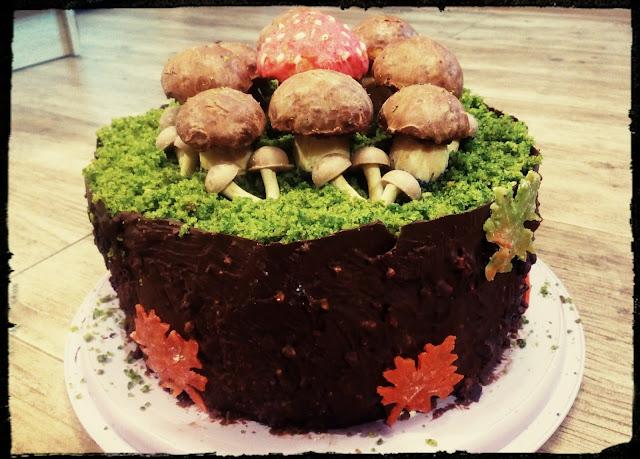 tort dla grzybiarza tort lesny mech tost szpinakowy ciasto ze szpinakiem tort malinowy tort z czekolada ciastka grzybki
