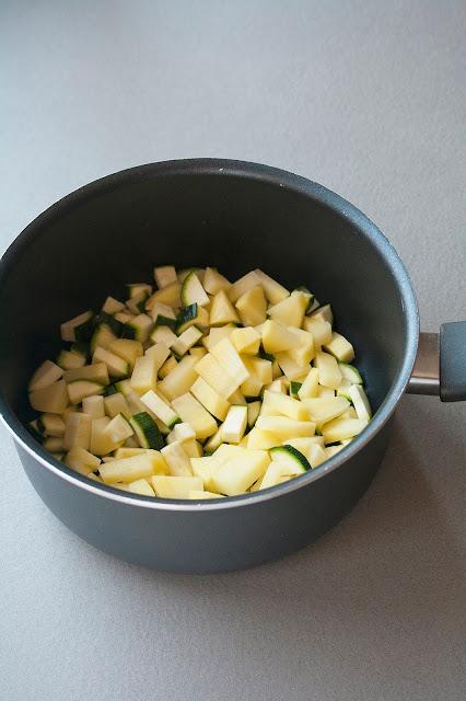 Crema di zucchine e patate, la ricetta per lo svezzamento del bambino step 1