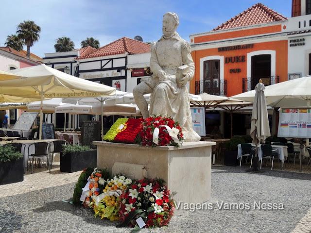 Estátua de Luis de Camões no Centro Histórico de Cascais, Portugal