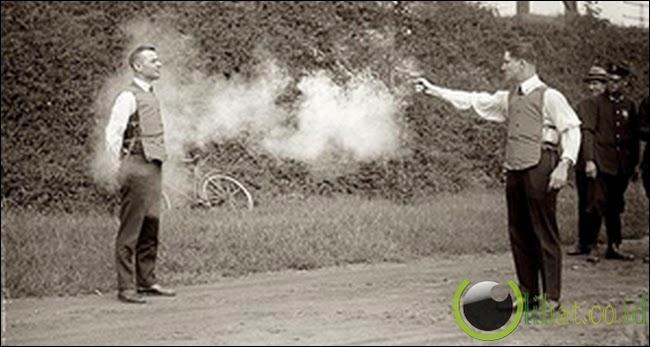 Uji Coba Rompi Anti Peluru