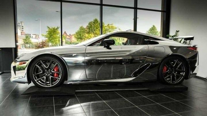 Siêu xe Lexus LFA cũ được bán giá hơn 1 triệu euro