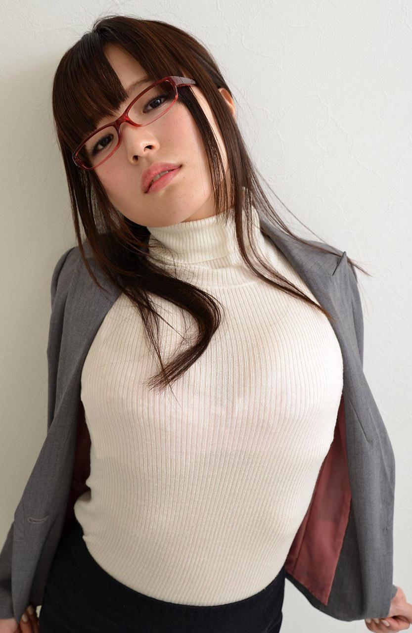 yua koramochi sexy hand bra pics 01
