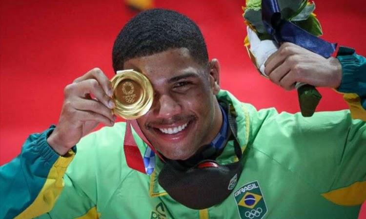 Por nocaute, Hebert Conceição conquista título olímpico no Box