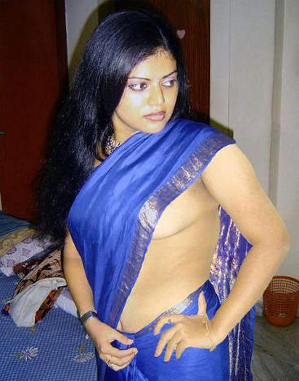 Hd Wallpapers Tamil Aunty Removing Saree  Showing Boobs -7443