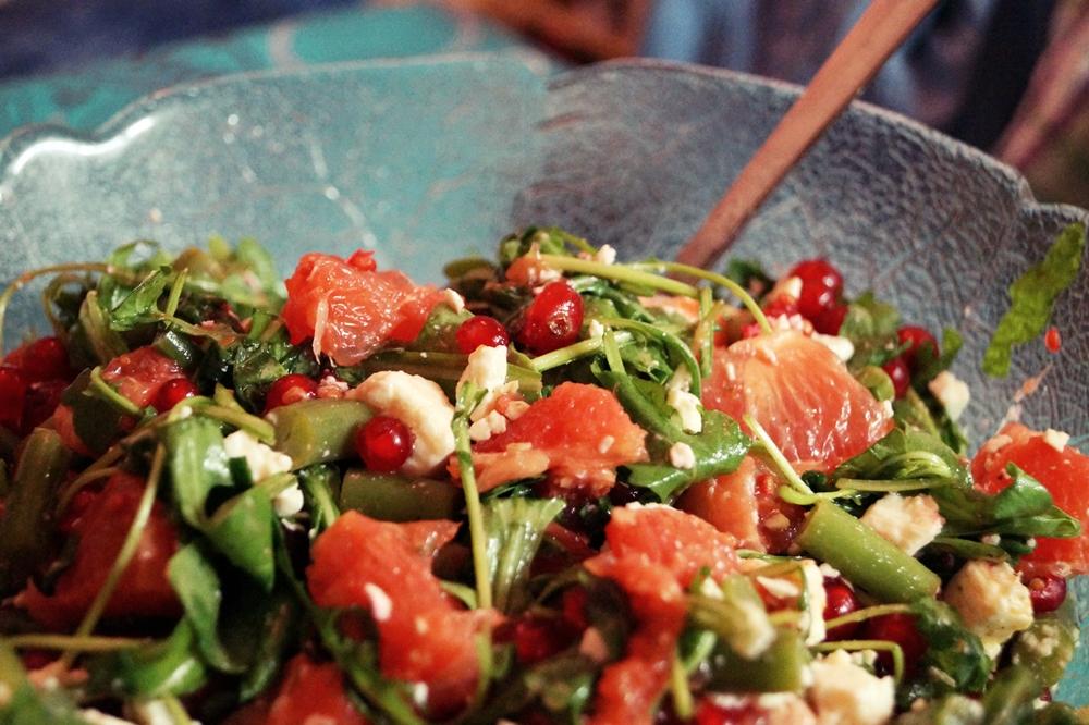 Exotischer Salat mit Grapefruit, Feta und Rucola