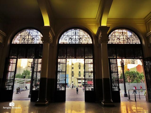Vista interior das Portas do Palácio dos Correios SP - Centro - São Paulo