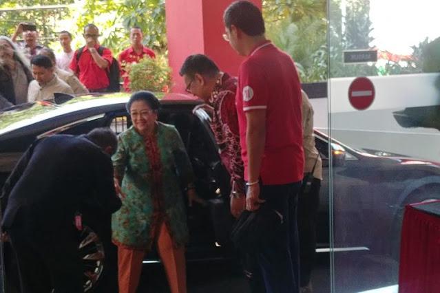 Bu Megawati Murka, Minta Pengawalnya Mengejar Sebuah Mobil dan Menegur Sopirnya
