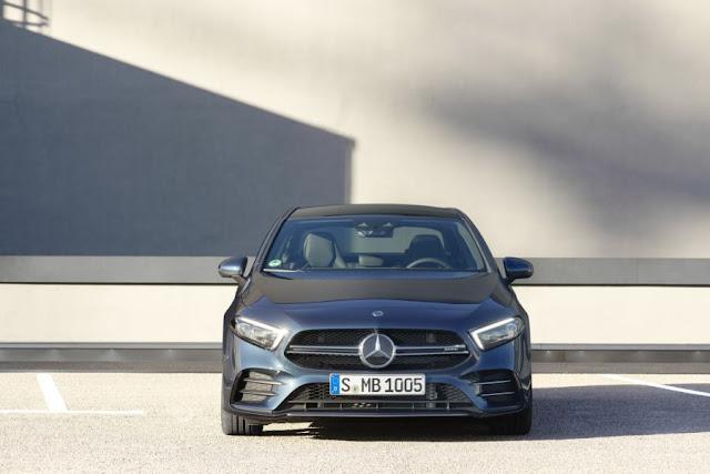 Đánh giá chi tiết về xe Mercedes AMG A35 4MATIC 2021