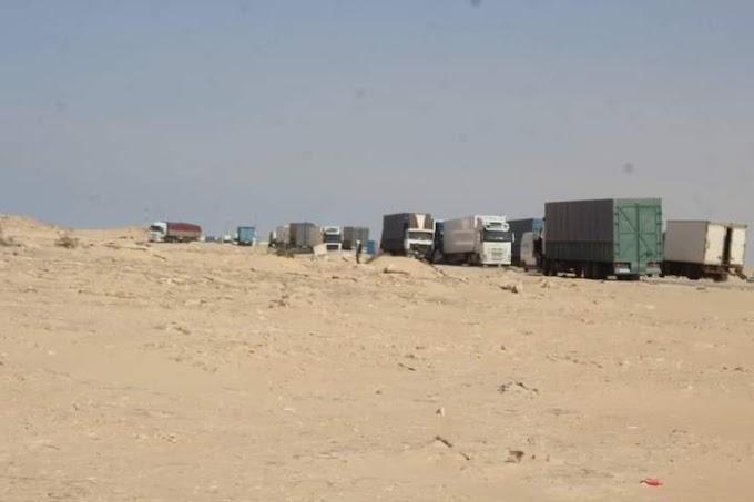 جيش الإحتلال المغربي يأمر الشاحنات العالقة في الگرگرات بالإنسحاب من منطقة.