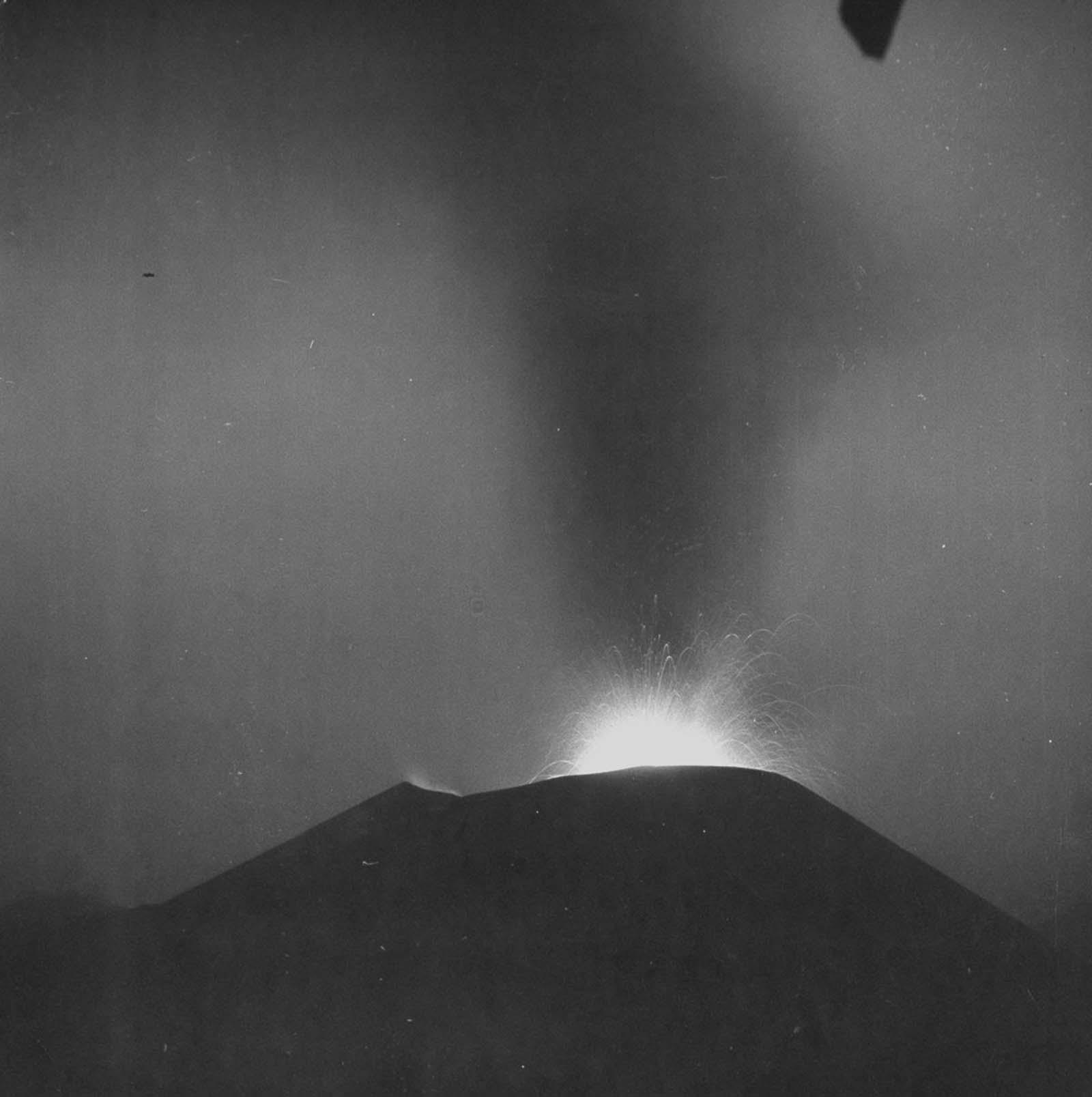 Paricutin volcano eruption photographs