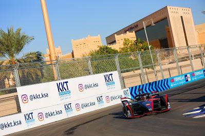 """مركز """"كي كي تي"""" لتقويم وعلاج العمود الفقري يوقّع شراكة مع سباق فورمولا إي الدرعية"""
