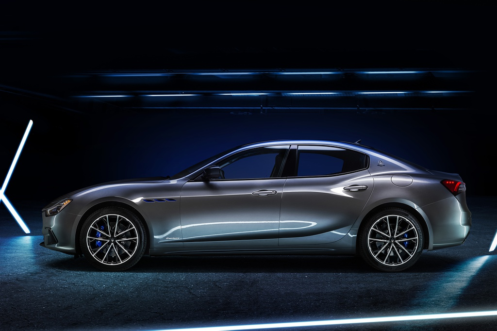 Ghibli Hybrid 2021 ra mắt - chiếc xe lai đầu tiên của Maserati