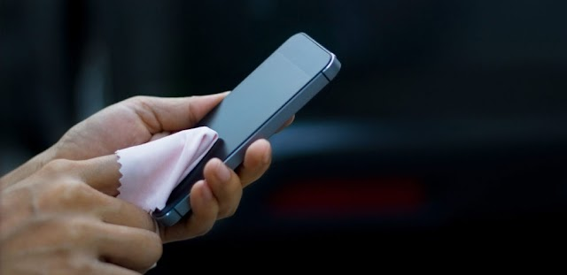 Saiba a melhor forma de limpar o seu celular e evitar o coronavírus