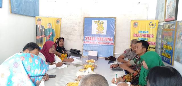 Kodim Karanganyar – Pelda Joko Hadiri Rapat Perencanaan Pelayanan Program BKKBN Kecamatan Mojogedang