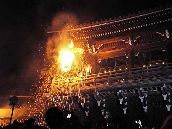 Festival omizutori di Jepang