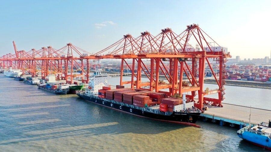 China reabre o porto de Ningbo um dos principais portos do mundo