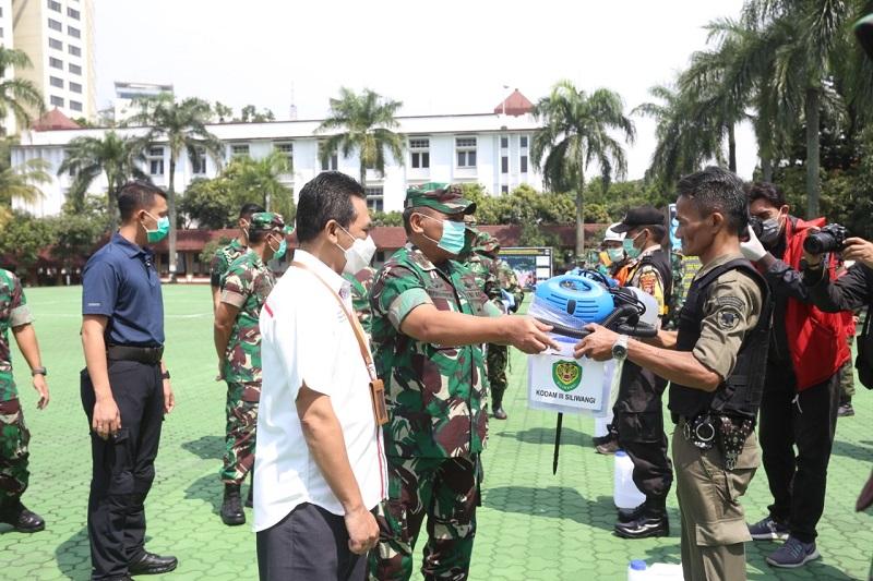 Pangdam III/ Siliwangi Ceik Kesiapan Perlengkapan Penyemprotan Disinfektan Massal di Kota Bandung