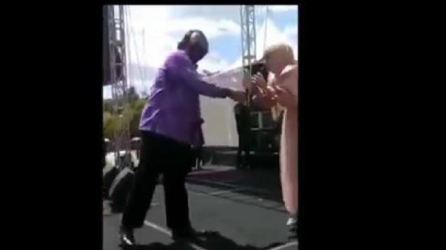 Heboh Konser Dangdut di Tegal, Wali Kota Naik Panggung Nyawer Penyanyi