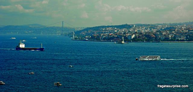 O Estreito de Bósforo visto do Palácio de Topkapi, em Istambul