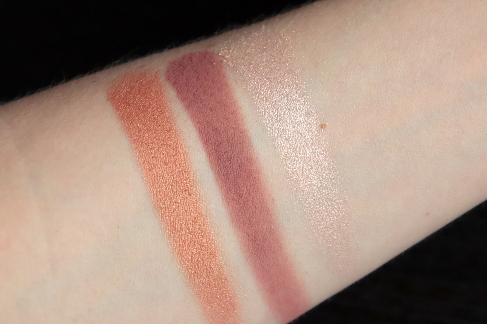 Bobbi Brown Play Dream Love Eye Palette swatch