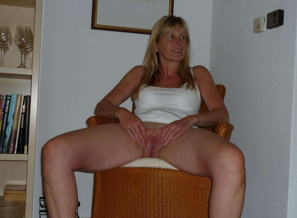 Mature amateur wife spread wide