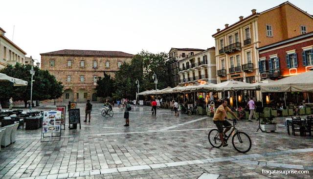 A Praça Syntagma, a principal de Nafplio, Gécia