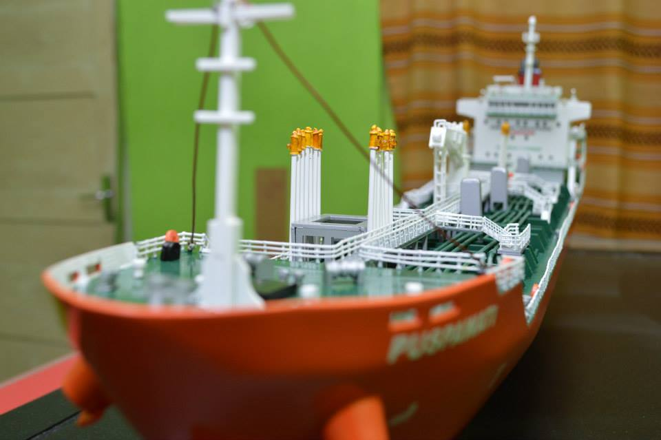 foto gambar miniatur kapal tanker mt puspawati mid fighter pt pertamina rumpun art work planet kapal indonesia tebaru