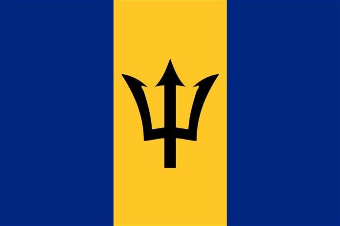 Bayrağında sarı renk olan ülkeler Barbados bayrağı