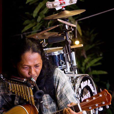 Mainkan Sendiri 12 Alat Musik, Yon Gondrong Dijuluki One Man Band