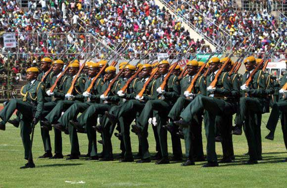 Tentara Zimbabwe saat hari angkatan bersenjata