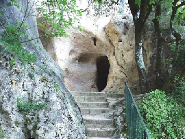 Font de gaume cave