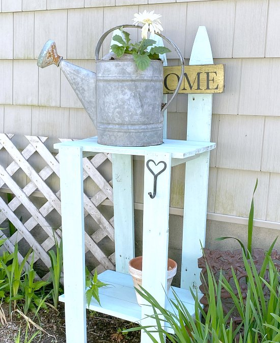 Easy DIY picket fence table
