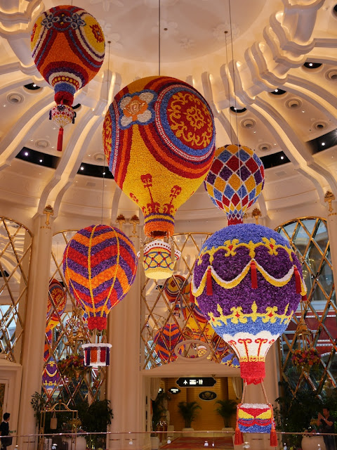 Hot air ballon floral sculpture by Preston Bailey at the Wynn Palace
