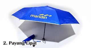 Payung Lipat merupakan salah satu jenis payung yang bisa kamu jadikan souvenir