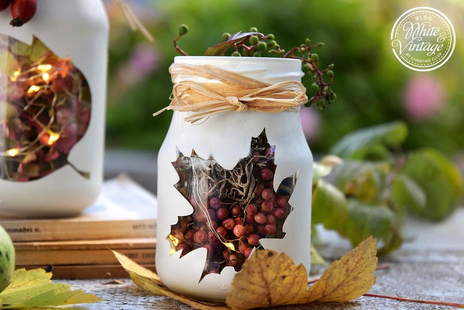 upcycling-Deko: Herbstliche Windlichter aus Marmeladengläsern