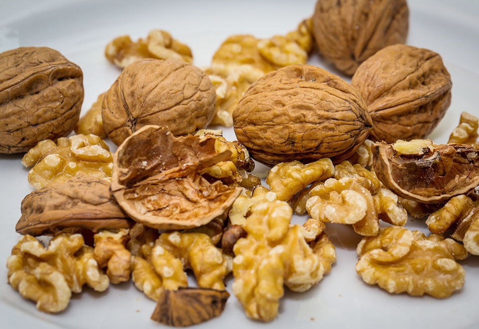 17 Amazing Health Benefits of Walnuts