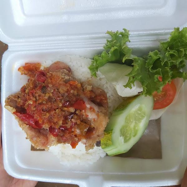 Ayam Geprek, Kuliner yang Mencuri Hati Masyarakat Desa